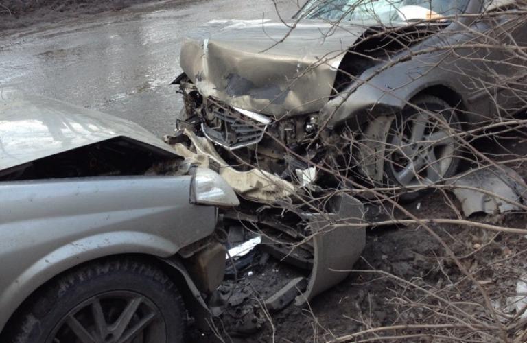 В Брянске возле детского сада произошла серьезная авария