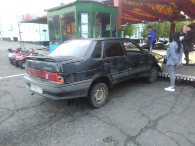 В Новозыбкове автомобилист врезался в аттракцион