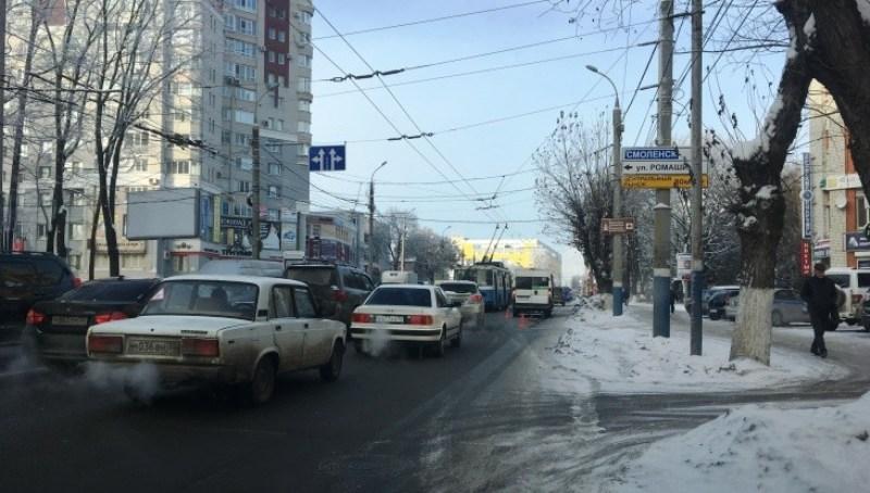 ВБрянске возле автовокзала маршрутка врезалась в иномарку