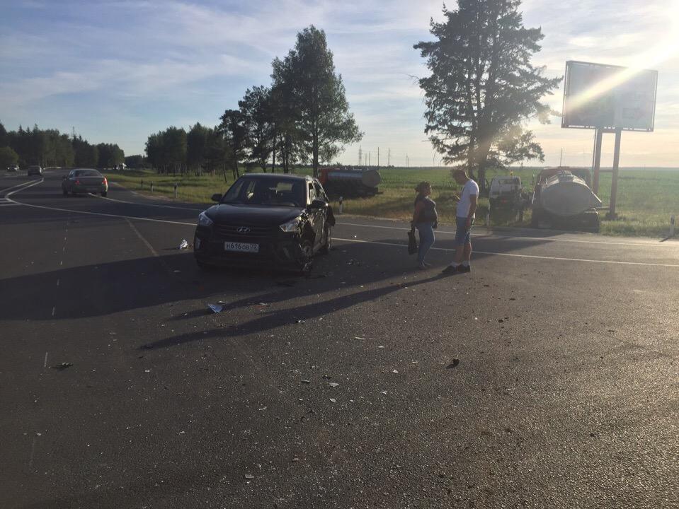 В Выгоничском районе столкнулись легковушка и молоковоз