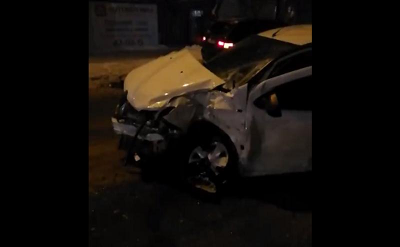 В Брянске такси врезалось в иномарку: есть раненый