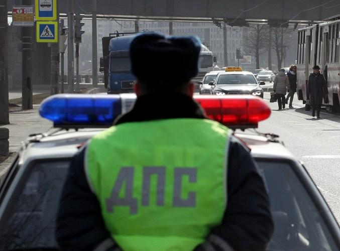 В Брянске 25-летний водитель врезался в авто ГИБДД