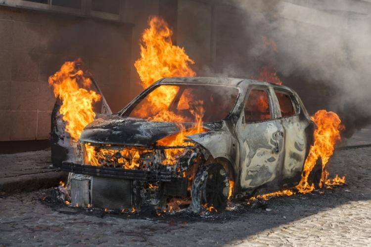 Сегодня утром в Унече загорелся автомобиль