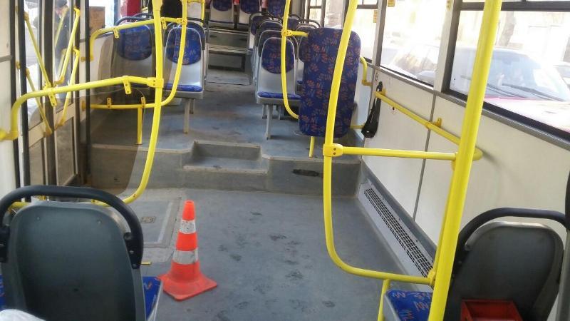 В Брянске водитель автобуса отбил пассажирке поясницу