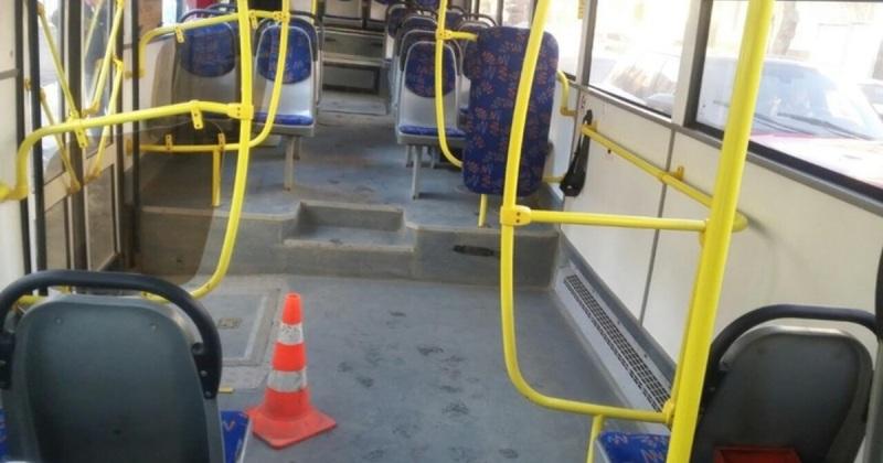 В Брянске 66-летняя женщина покалечилась в троллейбусе