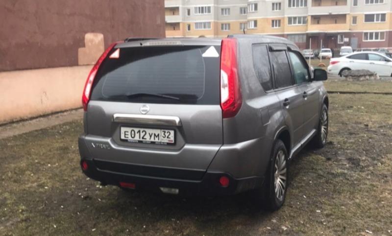 В Брянске автохам припарковался на газоне
