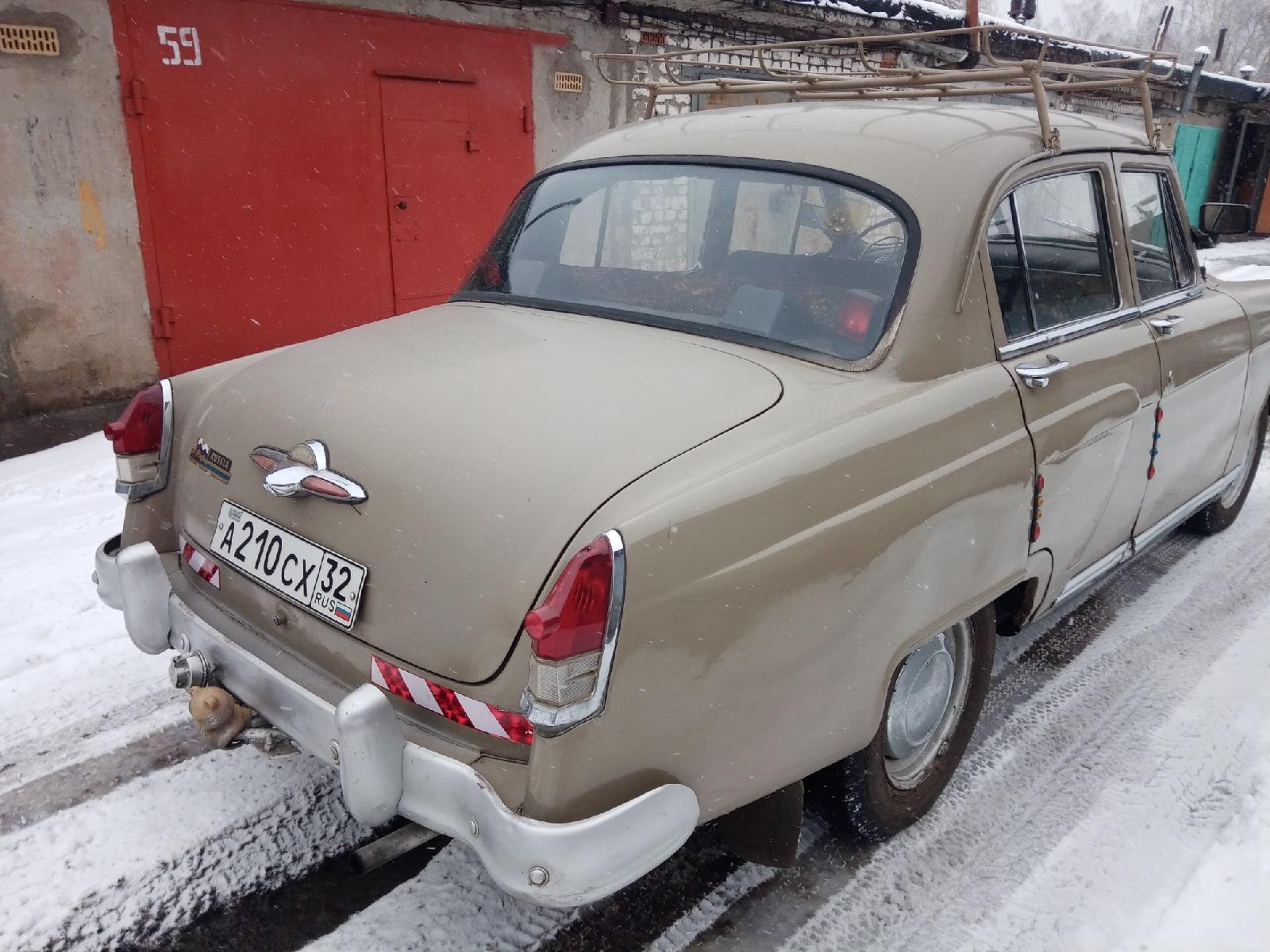 В Белых Берегах выставили на продажу раритетный советский автомобиль