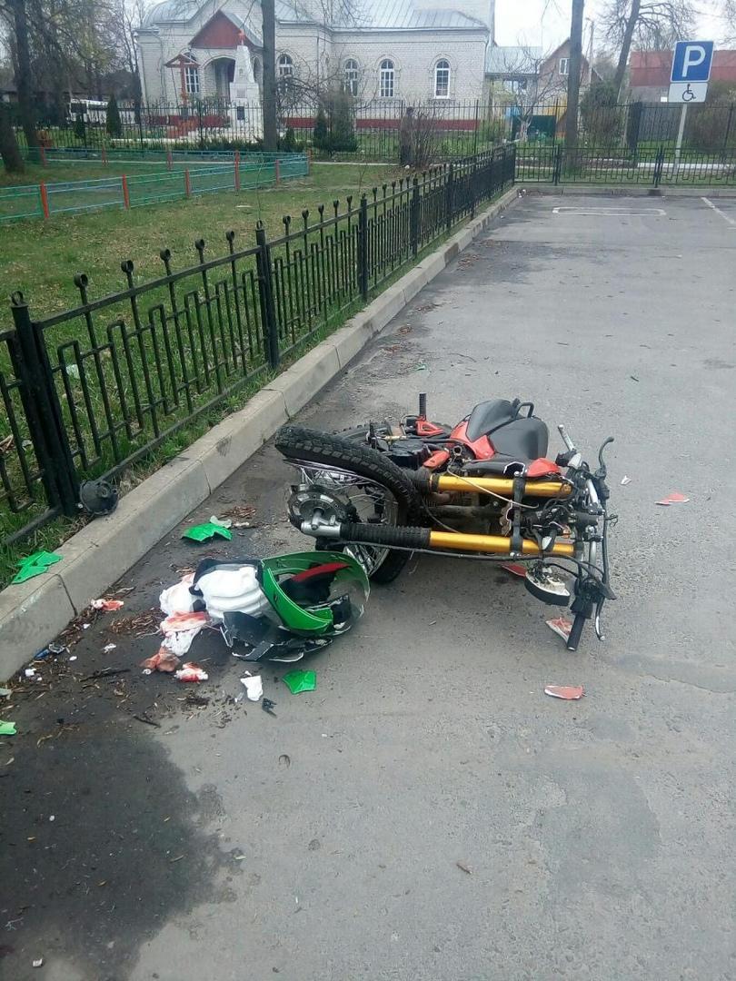 В Сельцо пьяный мотоциклист врезался в забор и перевернулся