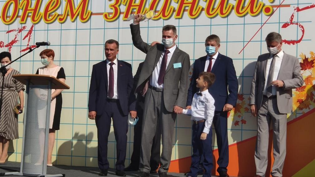В Брянске в новой школе №71 прошла первая линейка