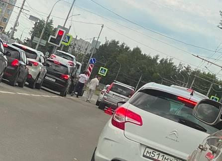 В Брянске около областной больницы произошло ДТП
