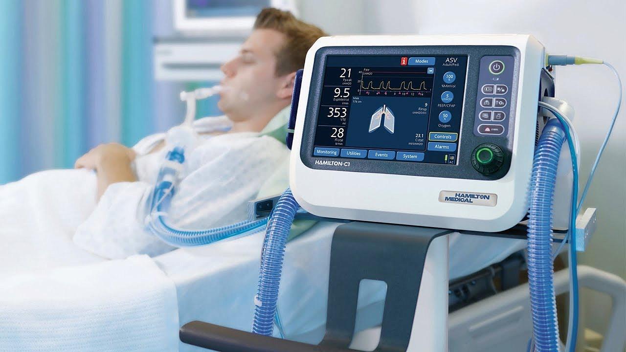 В брянском коронавирусном госпитале установлено 22 аппарата ИВЛ