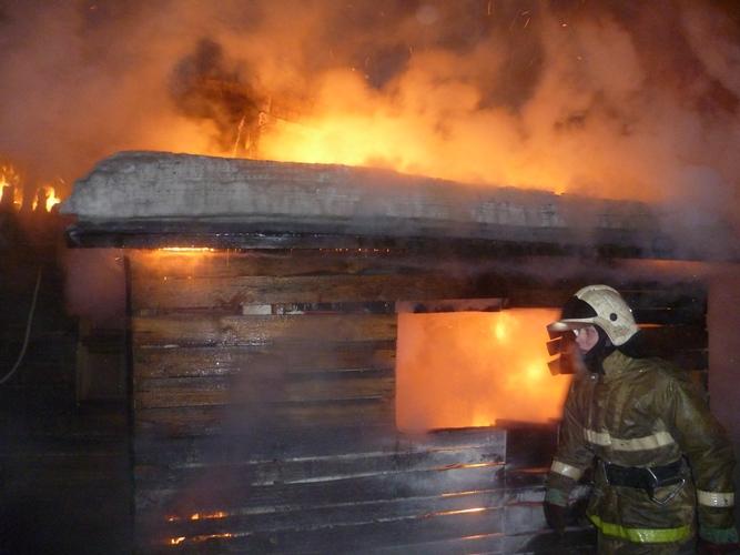Сегодня в Фокинском районе Брянска рано утром загорелась баня