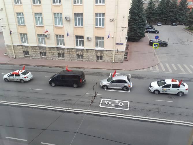 В Брянске сняли на видео праздничную колонну автомобилей