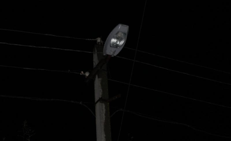 Жители поселка Белая Березка около двух месяцев находятся без света