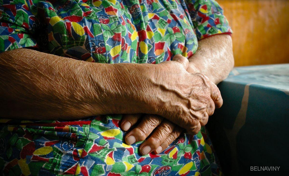 Бабушка зверски избивала внучек и морила их голодом за плохие оценки