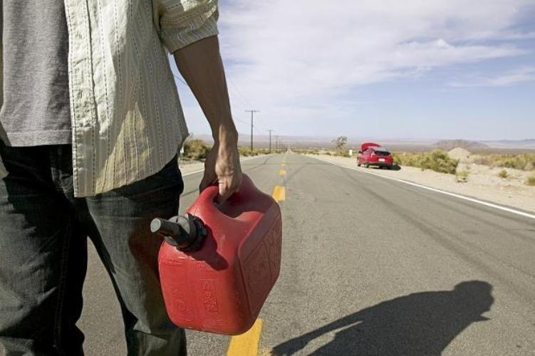 Жители Клинцов похитили бензин и избили потерпевшего
