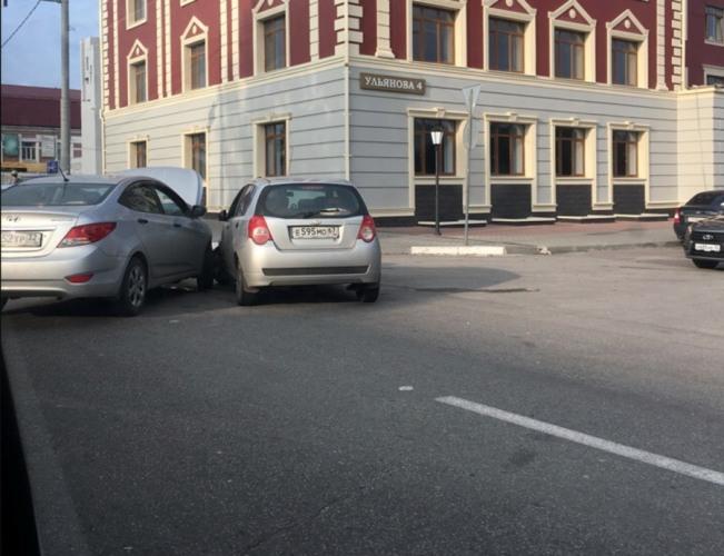 В Брянске столкнулись две легковушки