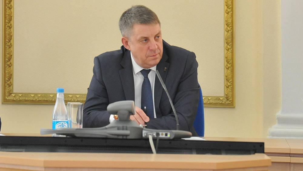 Прививку от коронавируса сделали всей семье губернатора Брянской области