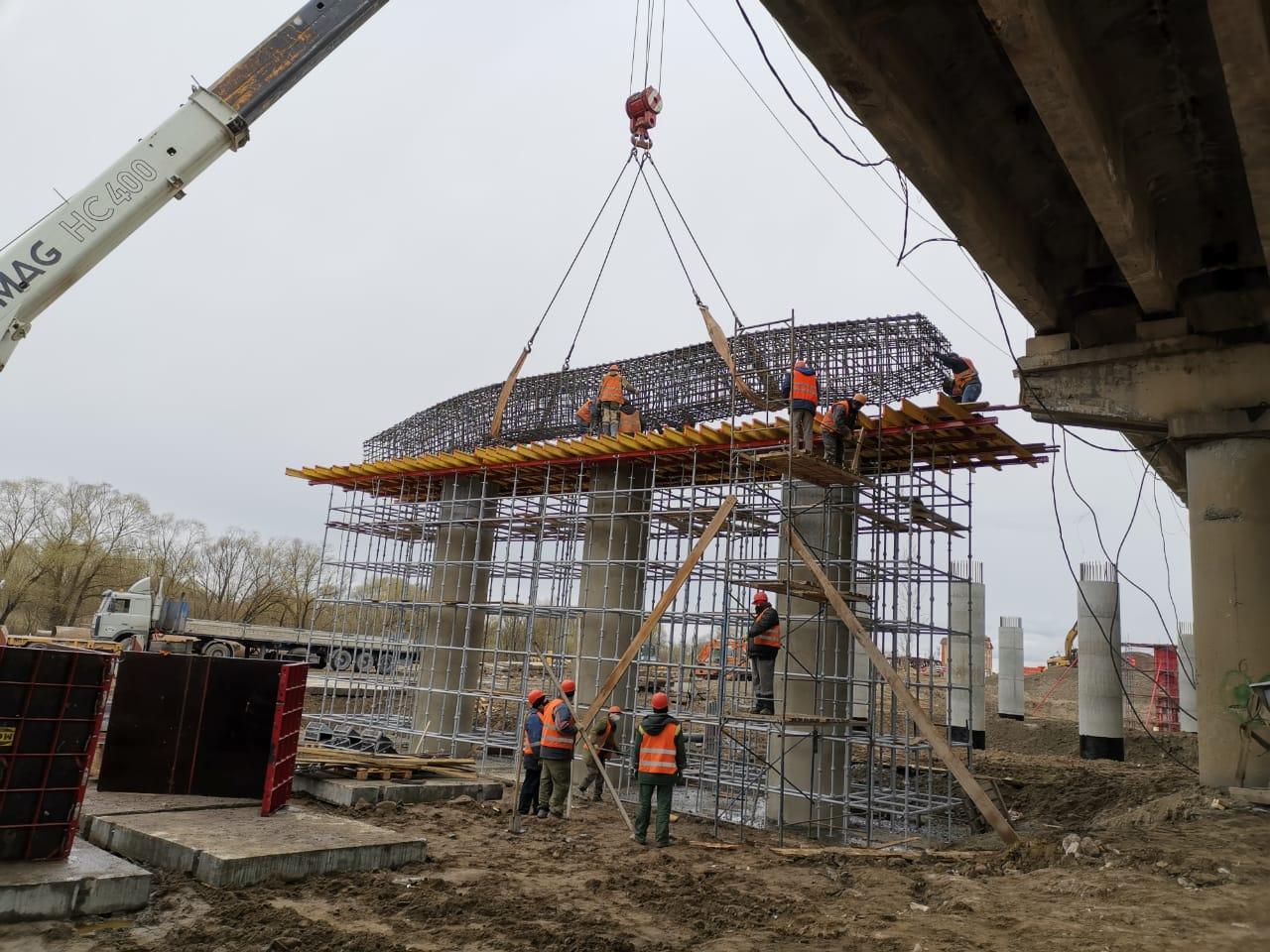 На Литейном мосту в Брянске ведется подготовка к строительству русловых опор