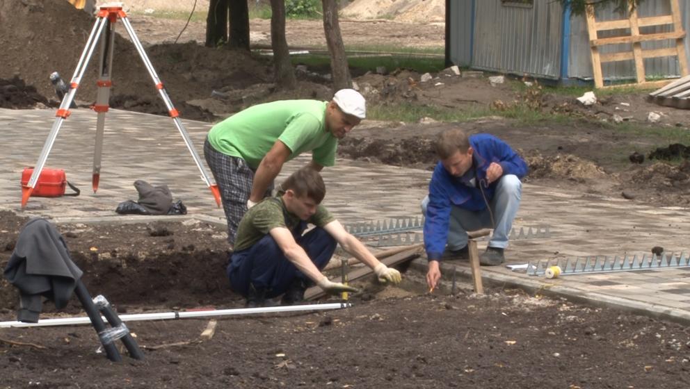 В Брянске в Майском парке ремонтируют сцену и зрительный зал