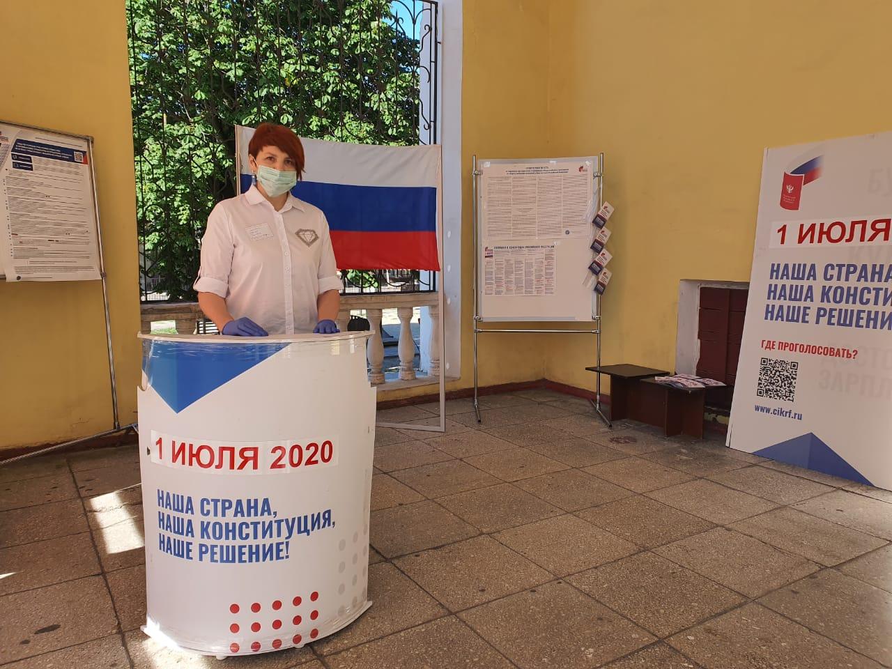 В Брянске открылись участки для голосования по поправкам в Конституцию