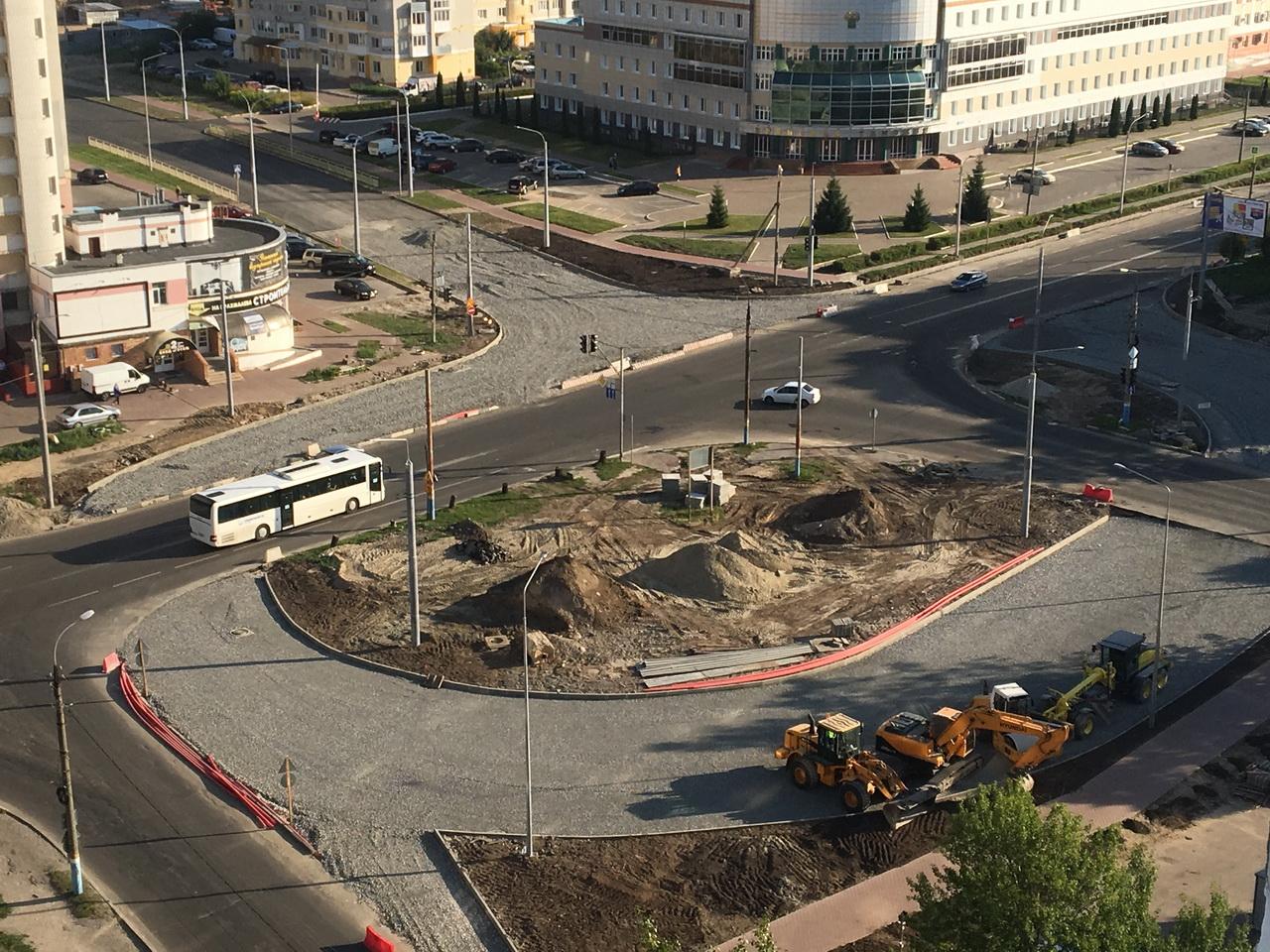 На улице Советской в Брянске идет строительство автомобильных колец