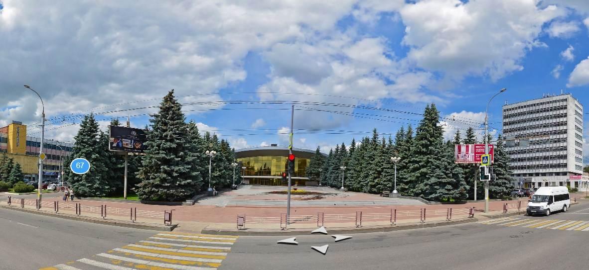Завтра в Брянске ограничат движение и парковку автомобилей