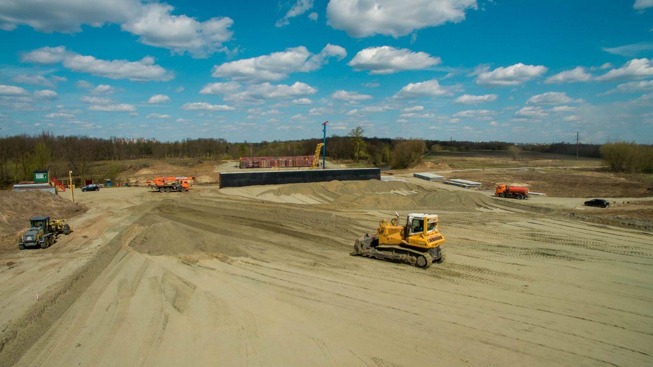 В Брянске строится защитная дамба для новой дороги