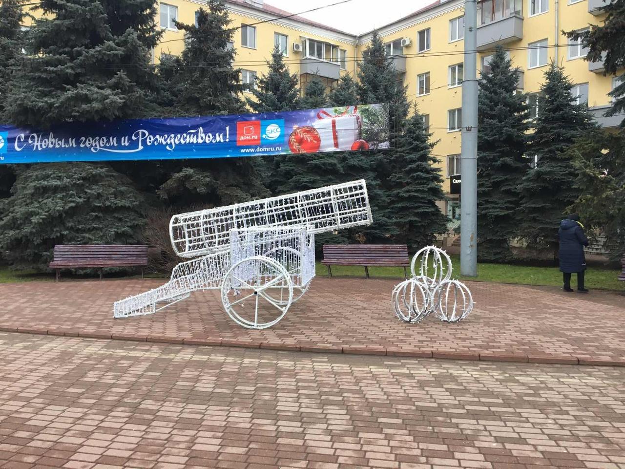 В Брянскена площади Партизан появилась новая инсталляция