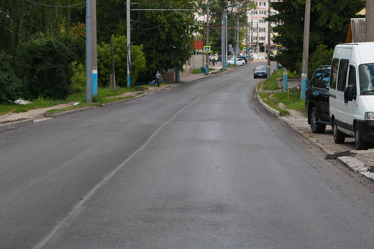 В Брянске на улице Фокина подрядчик уложит асфальт заново