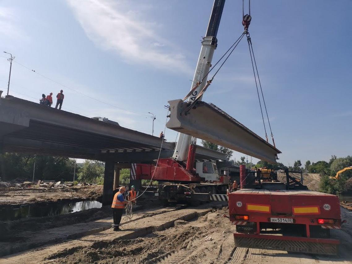 В Брянске уложили 65% балок на Литейном мосту