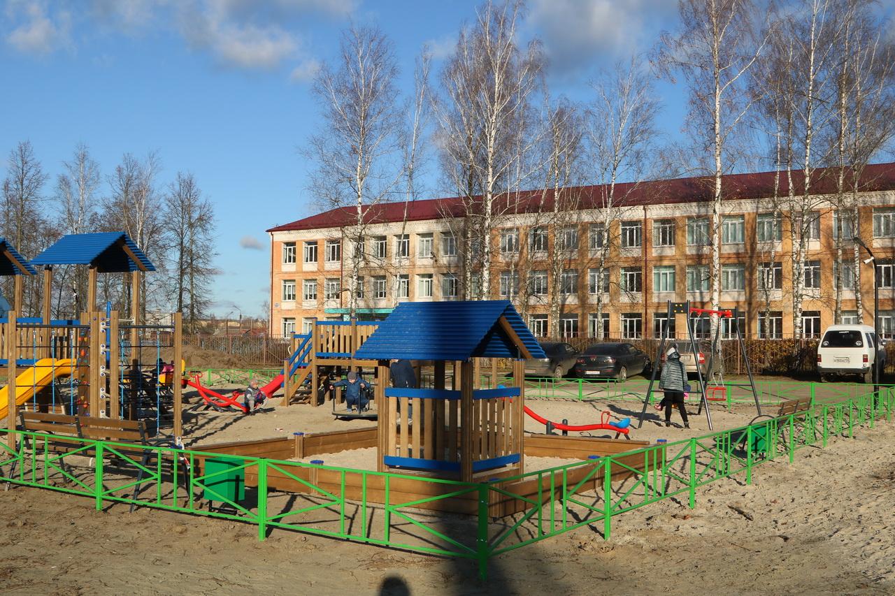 В брянском поселке Большое Полпино построили игровой комплекс