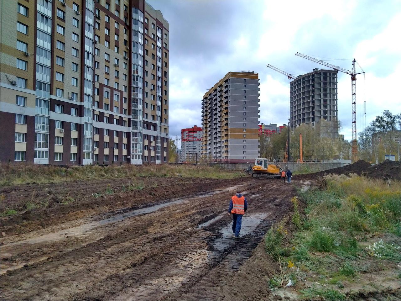 В Брянске на территории старого аэропорта начали строить новую дорогу
