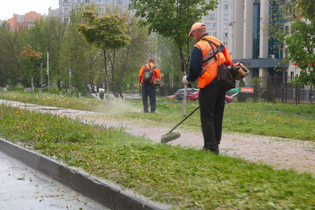 В Брянске убирают песок и мусор с улиц