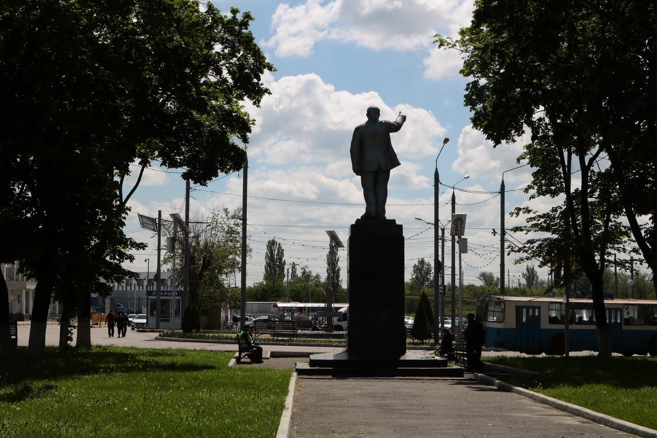 На привокзальной площади в Брянске отремонтируют памятник Ленину