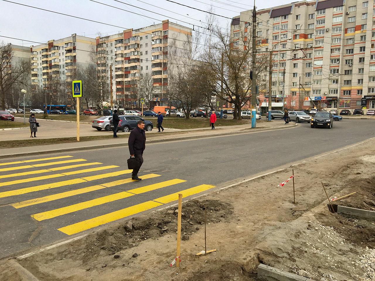 В Брянске на улице Советской обустраивают пешеходные переходы