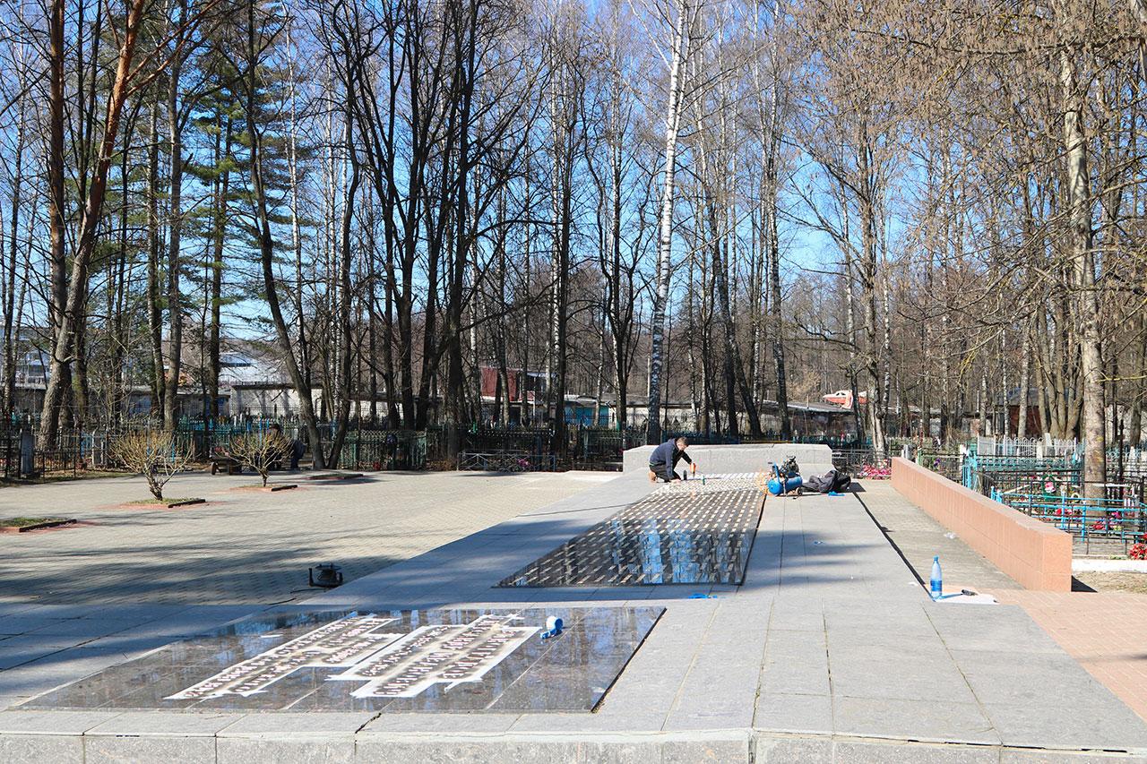 Ко Дню Победы в Брянске обновляют воинские мемориалы