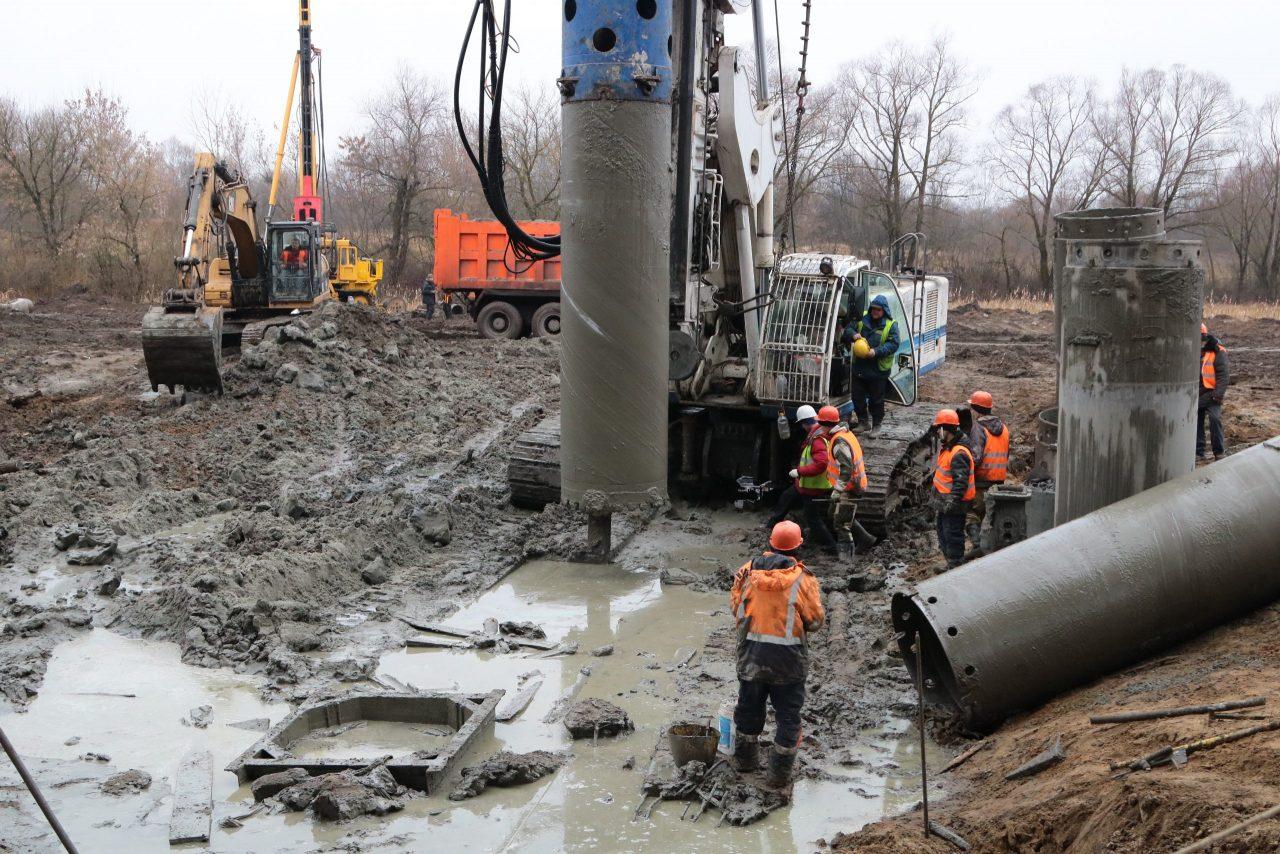 На Литейном мосту в Брянске смонтировали уже более 100 свай