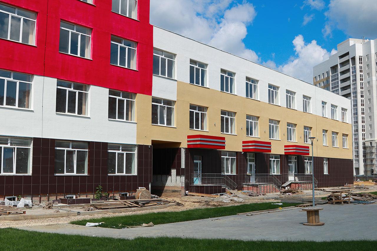 В Брянске заканчивается строительство самой большой школы в регионе