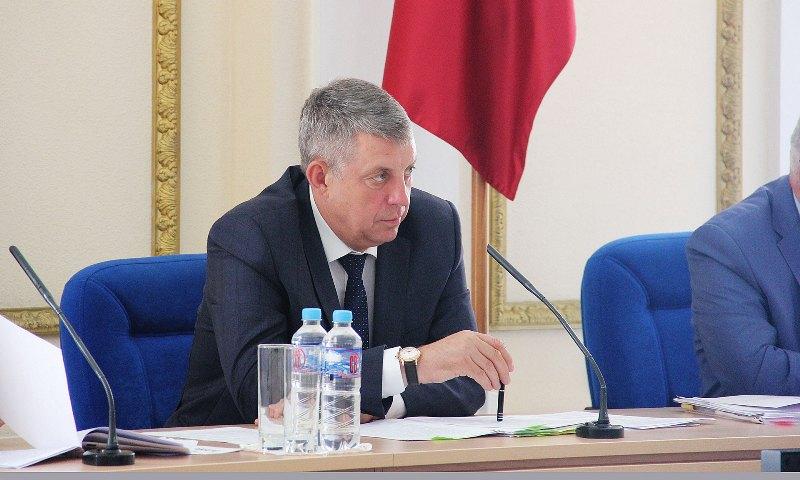 Брянский губернатор обрушился с обвинениями на депутатов и чиновников