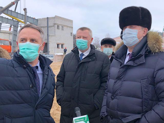 Брянский губернатор проинспектировал строительство ледового дворца в Почепе