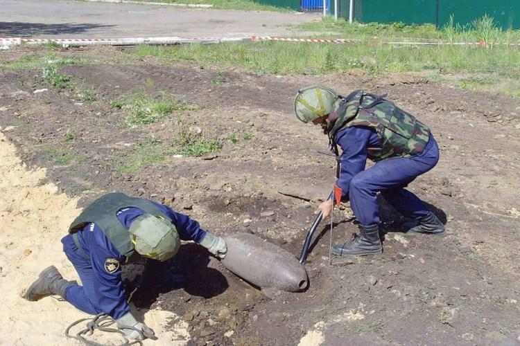 В Севском районе нашли авиационную бомбу времен ВОВ