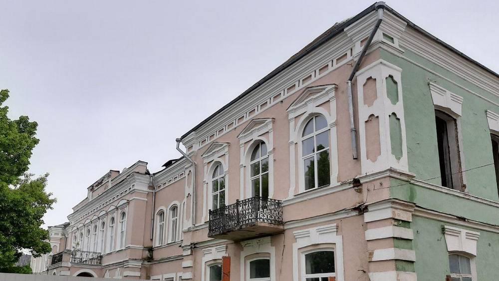 В Клинцах приостановили ремонт исторического здания техникума