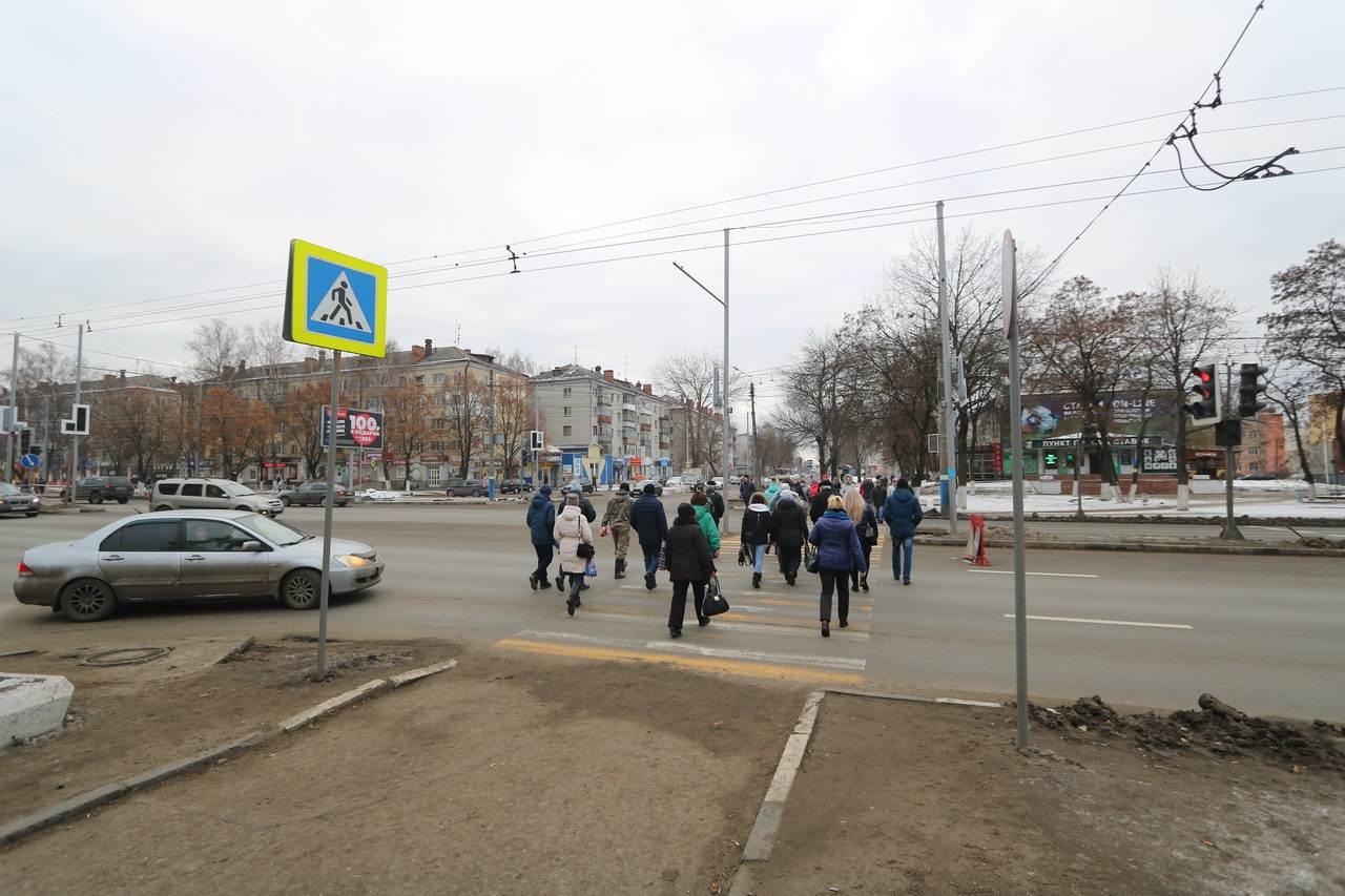 Аварийное дерево на проспекте Московском в Брянске спилили
