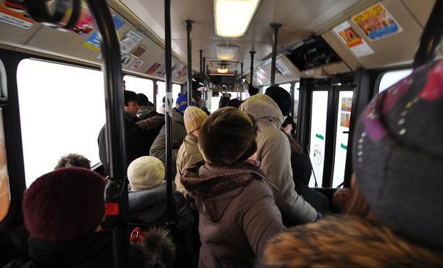 В брянском автобусе пенсионерка упала и сломала бедро