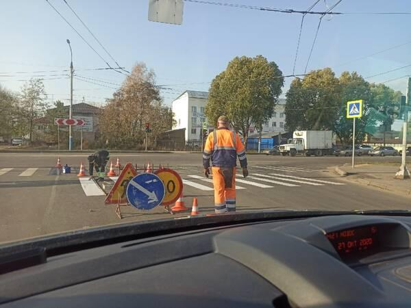 В Брянске нанесли новую разметку на перекрестке в Бежице