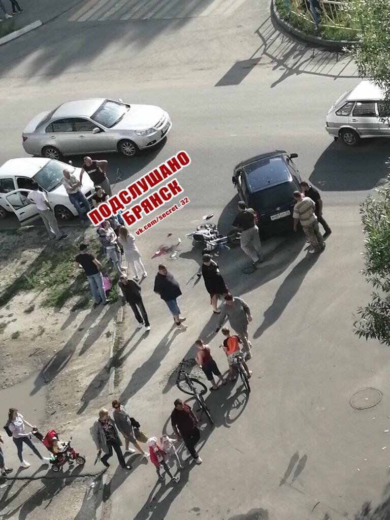В Брянске на Почтовой мотоциклист попал под колеса легковушки