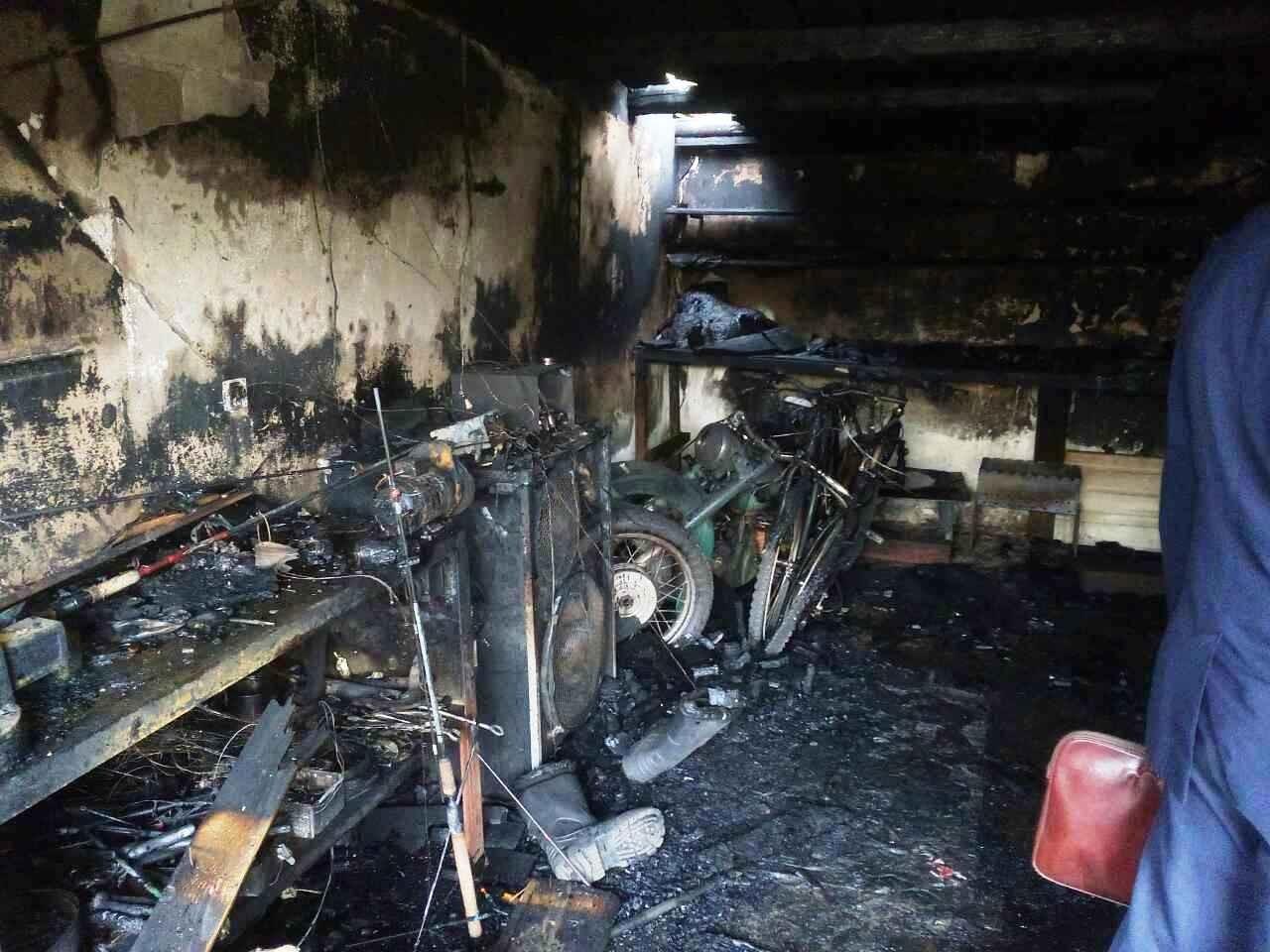 В Брянске в пылающем гараже сгорел скутер