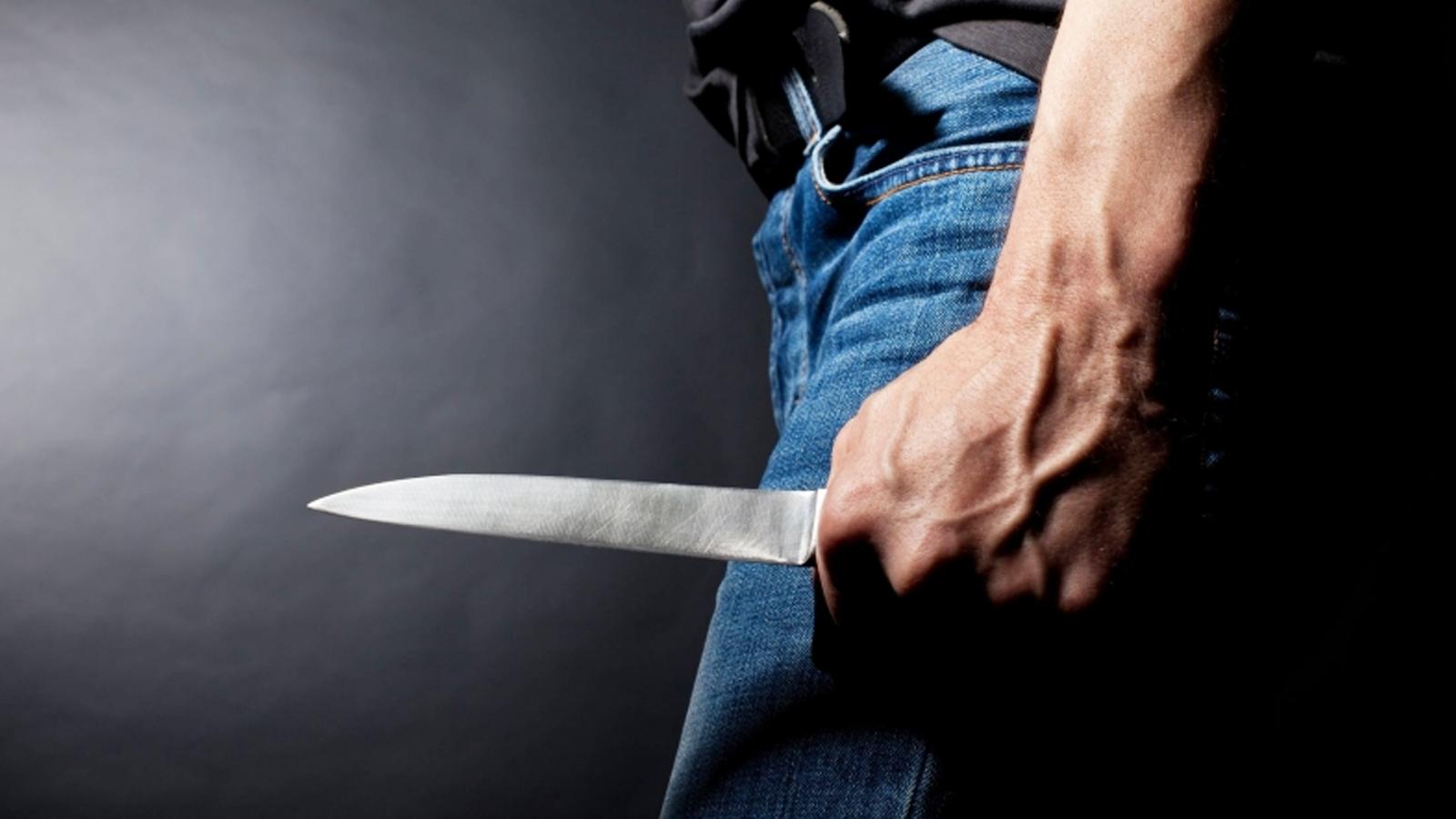 Под Брянском пассажиры приставили нож к горлу таксиста и угнали машину