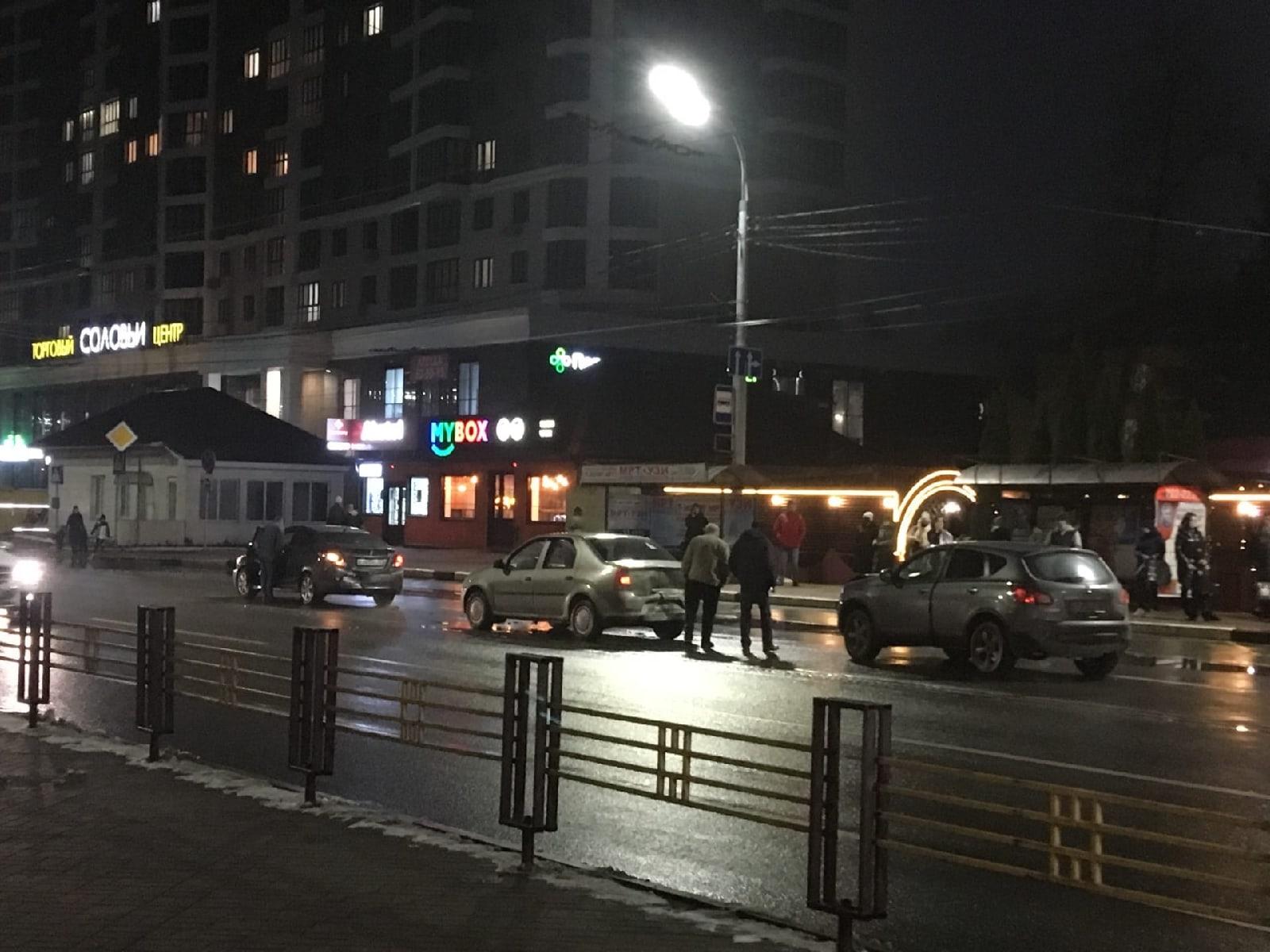 В Брянске возле Кургана три машины попали в ДТП